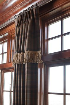 Make Simple Curtains and Valance for Any Window Beautiful - futuredesign Curtains With Blinds, Drapery Designs, Custom Windows, Custom Window Treatments, Window Styles, Simple Curtains, Curtain Styles, Drapery Treatments, Custom Blinds
