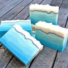 blue ombré soap Savon Soap, Soap Maker, Bath Soap, Soap Packaging, Lotion Bars, Do It Yourself Home, Cold Process Soap, Soap Recipes, Soap Molds