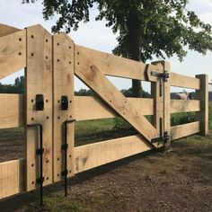 Wooden Fence Gate, Farm Gate, Farm Fence, Backyard Fences, Fence Gates, Fence Doors, Farm Entrance, Horse Barn Plans, Woodland House