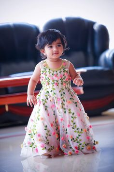 ethenic childs – bestlooks Source by apuparmar Blouses Kids Party Wear Dresses, Kids Dress Wear, Baby Girl Party Dresses, Kids Gown, Little Girl Dresses, Kids Wear, Girls Frock Design, Baby Dress Design, Baby Frocks Designs