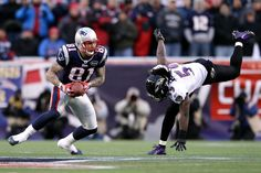 Aaron Hernandez Photos Photos - Aaron Hernandez #81 of the New England Patriots runs with the ball against  Dannell Ellerbe #59 of the Baltimore Ravens during their AFC Championship Game at Gillette Stadium on January 22, 2012 in Foxboro, Massachusetts. - AFC Championship - Baltimore Ravens v New England Patriots