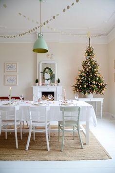 The Christmas Dining Room - www.yvestown.com