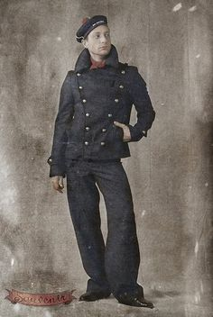 vintage sailor - If we are going to preform this play in the time period it was written, my costume should be historically accurate. Marin Vintage, Vintage Men, Vintage Coat, Vintage Photographs, Vintage Photos, Costume Marin, Monsieur Madame, Vintage Sailor, Men In Uniform