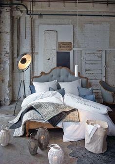 Bett, Knopfheftung, Romantik Look, Mango massiv, Leinenbzug | Betten | Möbel | Living