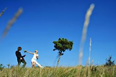 Bride, groom and a tree - wedding portrait in Provence, France www.samorovan.com