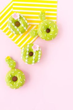 Take your cactus obsession to the next *sweet* level with this DIY cactus donut recipe.