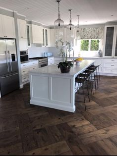 Antique Floors provide you with the best parquetry oak flooring as well as hardwood country plank of many types. Kitchen Baskets, French Oak, Basket Weaving, Plank, Your Design, Weave, Kitchens, New Homes, Flooring