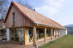 Presklená stena Mirador na víťaznej stavbe CE·ZA·AR 2015 Style At Home, Barn Renovation, Chalet Style, Red Roof, House In The Woods, Home Fashion, My Dream Home, Building A House, Rustic Style