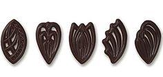 CHOCOLATE FILIGREE FANS Chocolate Art, Chocolate Designs, Dessert Restaurants, Chocolate Sculptures, Chocolate Decorations, Filigree Design, Cake Decorating, Decorating Ideas, Dessert Recipes