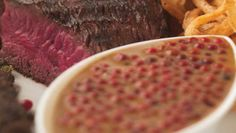 This simple sauce is the perfect accompaniment for steak or beef. Peppercorn Sauce, Steak Recipes, Beef, Stuffed Peppers, Cooking, Simple, Food, Poblano Cream Sauce, Minute Steak Recipes