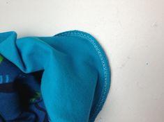 Hier haben wir wieder eine schöne Nähidee für ein weiteres Nähprojekt – natürlich super für Anfänger geeignet :). Schnittmuster weiter unten zum download. Viel Spaß dabei! Ihr benötigt: Jerseystoff ca. 40 x 30 cm, bunt Jerseystoff ca. 40 x 17 cm, einfarbig Nähmaschine/ Overlock Garn Schnittmuster 2 Knoten Mütze(Link zum download der2-Knoten oder 1-Knoten-Mütze)  …