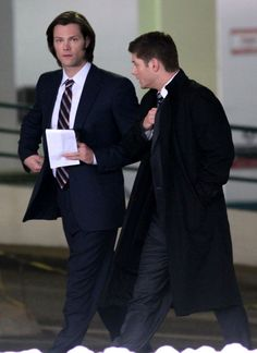 Jensen Ackles Photos: Jared Padalecki And Jensen Ackles Fight The Cold Weather For Their Show