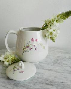 Arabia Finland 'Pellervo' Teapot Designed by Raija by designbydede