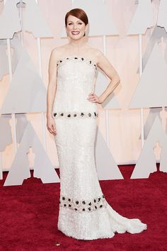 Academy Awards 2015 Red Carpet Arrivals - Julianne Moore in custom Chanel Couture hand painted sequins, 30 people and 1000 hours of labour) with Chopard jewelry from Oscar Gowns, Oscar Dresses, Julianne Moore, Beautiful Long Dresses, Nice Dresses, 2015 Dresses, Stylish Dresses, Dress Chanel, Glamour