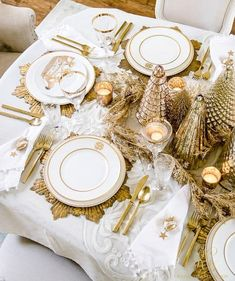 Elegant Gold Christmas Table Scape - tips to set an elegant Christmas table for your family - mercury glass Christmas tree centerpiece Gold Christmas Decorations, Gold Christmas Tree, Christmas Table Settings, Christmas Tablescapes, Elegant Christmas, Holiday Tables, Christmas Home, Christmas Holidays, Christmas Crafts
