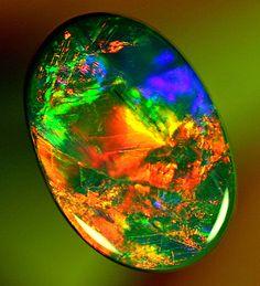 Comme des fleurs chatoyantes enfermées dans le cristal.....GEM Red Black Opal 3.00ct ❦ CHRYSTALS ❦ semi precious stones ❦