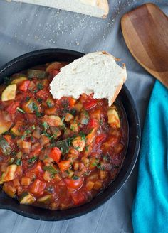 Dinner Recipes Ratatouille, a classic full of flavor. Made easy, low carb, vegan and ka … Healthy Meals For One, Veggie Recipes, Healthy Dinner Recipes, Vegetarian Recipes, Easy Meals, Calories In Vegetables, Low Carb Veggies, Vegetarian Appetizers, English Food
