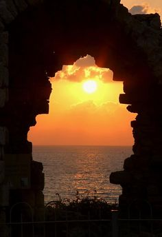 ✯ Sunset Through The Wall