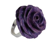 Beautiful ring in paper in shades of purple. It 's the color of those but fascinate and conquer.