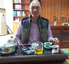Storm is officially in Shenzhen. First things first, customary pot of tea before discussing business. #sondors #sondorsebike #gosondors #ebike #fatbike #manufacturing