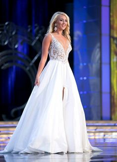 The Miss America evening gowns of the 2015 pageant were stunning. There were a range of styles and colors. While all of the girls had to wear Tony Bowls/Mon Cheri during the final night they were allowed to wear whatever they desired for Prelims. Check out our top 10 favorites!