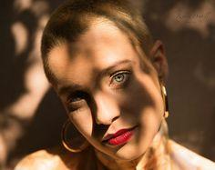 Linda Amandine - luz & sombra  #regianedoutellphoto #wsjrluz #fineartbrasil #fineart #jrluzfotografia #cenaviva #cenavivaestudio #saopaulo #igersp #igerssp #canon_official #canonphotos #canon_photos #canonbr #canon_official #luz #sombra #luzesombra #fantasy #shadows #art #photo #misterio #mistery