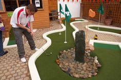 UrbanCrazy » Minigolf in your garden Golf Putting Green, Crazy Golf, Backyard Pool Landscaping, Miniature Golf, Garden Art, Garden Ideas, Putt Putt, Back Gardens, Water Features