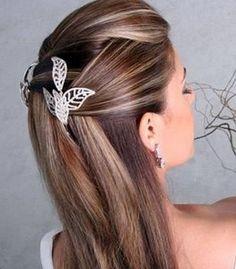 Em um casamento, vemos de tudo, muitos vestidos bonitos, a noiva linda, os penteados maravilhosos e as maquiagens super bem feitas. Mas você sabe como fazer um penteado bonito para ir a um casamento? E se você for madrinha de um casamento, como deve fazer com os cabelos? Os cabelos presos são as melhores opções …