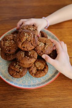 Muffins très amande au gingembre confit - végan (farine d'épeautre, okara d'amande, purée d'amandes blanches, lait d'amandes, gingembre confit)