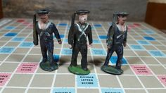 vintage lot of 3 lead soldiers, Barclays?