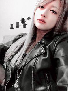 Harajuku Japan, Korean Model, Black Faux Leather, Asian Woman, Latex, Hot Girls, Leather Jacket, Women's Fashion, Marie Claire