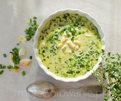 Zupa z siekanym  jajkiem, szałwią i pokrzywą