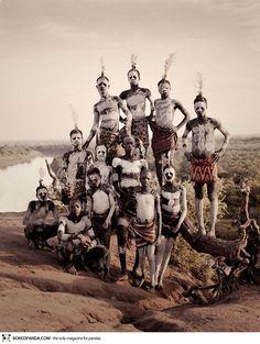 Ritratti mozzafiato delle Tribù più sperdute nel mondo prima che scompaiano |photographs-of-vanishing-tribes-before-they-pass-away-jimmy-nelson-38__880