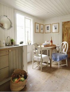 Great Site for Shabby Chic Decorating Ideas - Straight Legged Table with Turned Legged Chairs