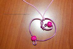Tante piccole idee realizzate: Pendente in filo di alluminio wire rosa e perle di legno fucsia.  Un cuore un po' stilizzato :)