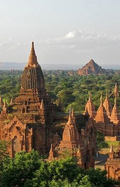 Zicht over Bagan vanop de zonnetempel / Myanmar Beautiful Places In The World, Oh The Places You'll Go, Wonderful Places, Places To Visit, Amazing Places, Laos Travel, Asia Travel, Vacation Places, Places To Travel