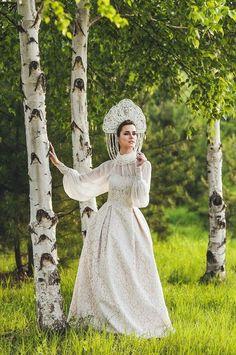 Russian bride in traditional headdress Russian Wedding, Wedding Headdress, Traditional Wedding Dresses, Wedding Preparation, Russian Fashion, Headpieces, Bridal Hair, Wedding Gowns, Vintage Fashion