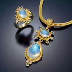 pendant ring 22kt gold granulation moonstone
