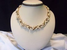 Trifari Vintage Designer Signed Pearl Gold Plate Leaf Flower Choker Necklace 1950's Rare