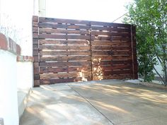 Photo of Wood Fence Expert - Los Angeles, CA, United States. Custom horizontal wood driveway gate in Monrovia, stained 1 of 2 Diy Backyard Fence, Driveway Fence, Driveway Landscaping, Front Yard Fence, Diy Fence, Fence Ideas, Wooden Driveway Gates, Diy Gate, Fence Gates