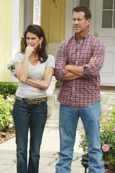 Teri Hatcher and James Denton in Desperate Housewives James Denton, Desperate Housewives Episodes, Terri Hatcher, Gabrielle Solis, Felicity Huffman, Tv Times, Tv Episodes, Eva Longoria, Series Movies