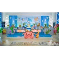 Cenário com Painel, adesivo de piso e muitos displays pare o tema Fundo do mar que foi o tema escolhido ...