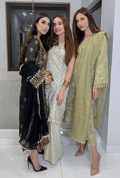 Pakistani Fashion Casual, Pakistani Wedding Outfits, Pakistani Dresses Casual, Pakistani Dress Design, Indian Fashion, Casual Dresses, Fashion Dresses, Velvet Pakistani Dress, Pakistani Party Wear