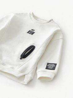 Round Neck Sweatshirt With Long Sleeves. Pocket With Recessed Zipper And Rubberized Finish At Front. Front Text Print And Patch Appliqué At Sleeve. Boy Fashion, Fashion Outfits, Womens Fashion, African Dresses For Kids, Sport Wear, Boys T Shirts, Kind Mode, Hoodies, Sweatshirts