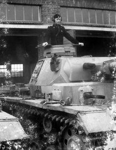 Panzerkampfwagen III (7,5 cm Kw.K. L/24) Ausf. N (Sd.Kfz. 141/2) Nr. 321  Ce qui doit être un Panzer III Ausf. G réarmé au standard de l'Ausf. N au sein d'une unité de la Waffen-SS (Umbewaffnung Programm, courant 1943).
