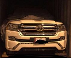Top-end 2016 #Toyota #Land #Cruiser (VX.S) front-end uncovered – Spied -