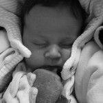 Przed narodzinami dziecka na rodziców czeka sporo pracy. Część wiąże się z koniecznością skompletowania wyprawki. Jednym z ważniejszych elementów wchodzących w jej skład jest łóżeczko. Czym kierować się przy jego wyborze?W sklepach z akcesoriami dziecięcymi bez trudu można znaleźć wiele modeli łóżeczek. Poszczególne różnią się nie tylko ceną, lecz także ...