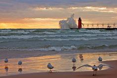 25 Foot Waves Lake Michigan | St. Joseph Lighthouse, Michigan | Lighthouses | Pinterest | Michigan ...