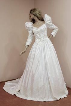 Perle perlée robe de mariée. Robe de mariée blanche des années
