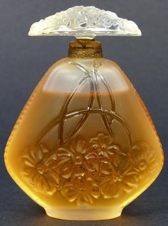 Lalique perfume bottle ludiko-sior.blogspot.com